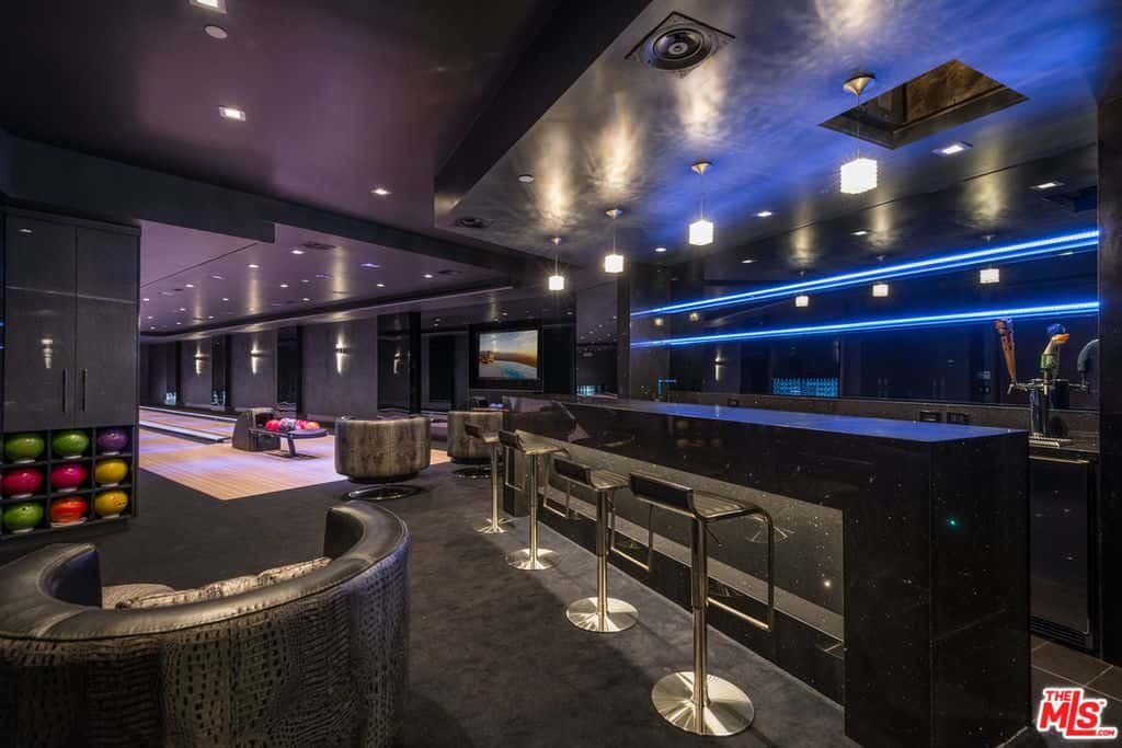 Dark modern home bar