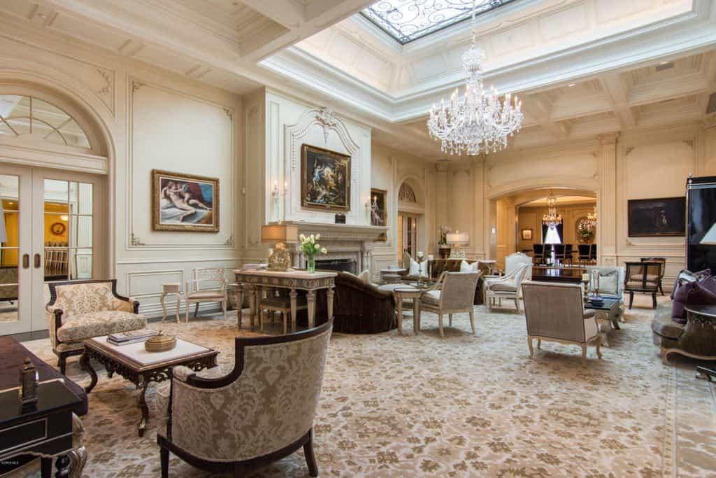 Large drawing room style living room (elegant).