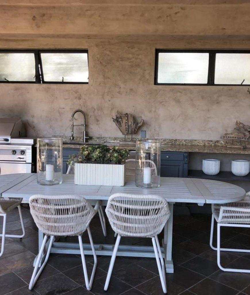 eva-longoria-home-outdoor-kitchen-tr-040218