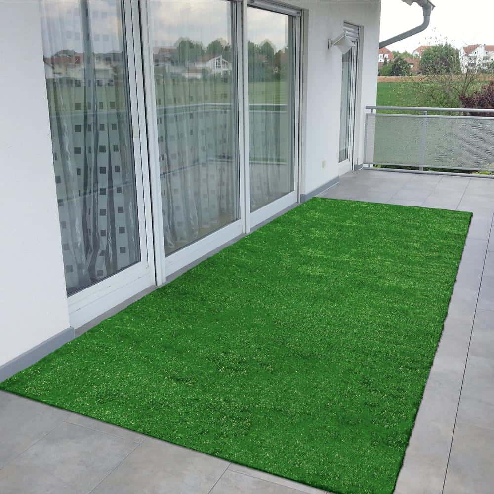 Polypropylene, synthetic grass in evergreen.