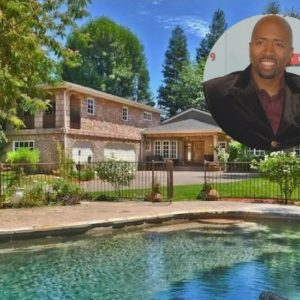 """NBA Great Kenny """"The Jet"""" Smith is now selling his Encino Estate for $2,795,000."""