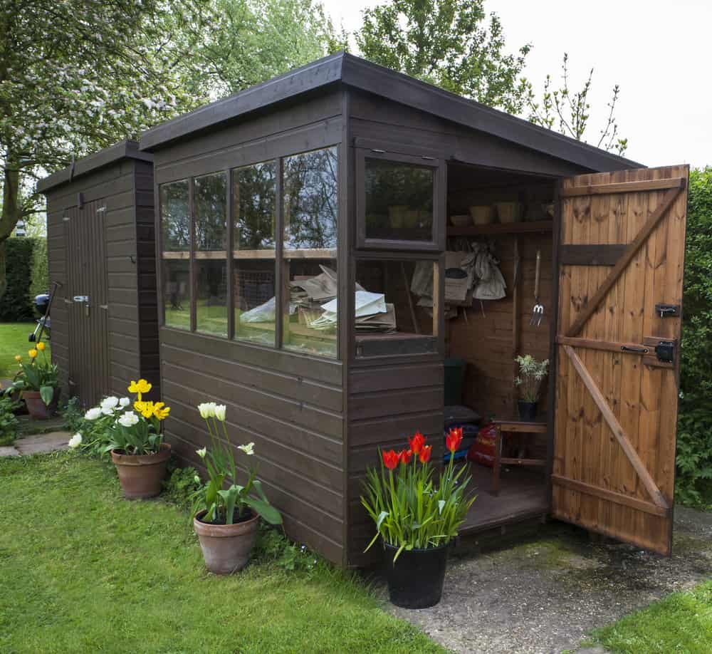 Lean-to style shed with windows