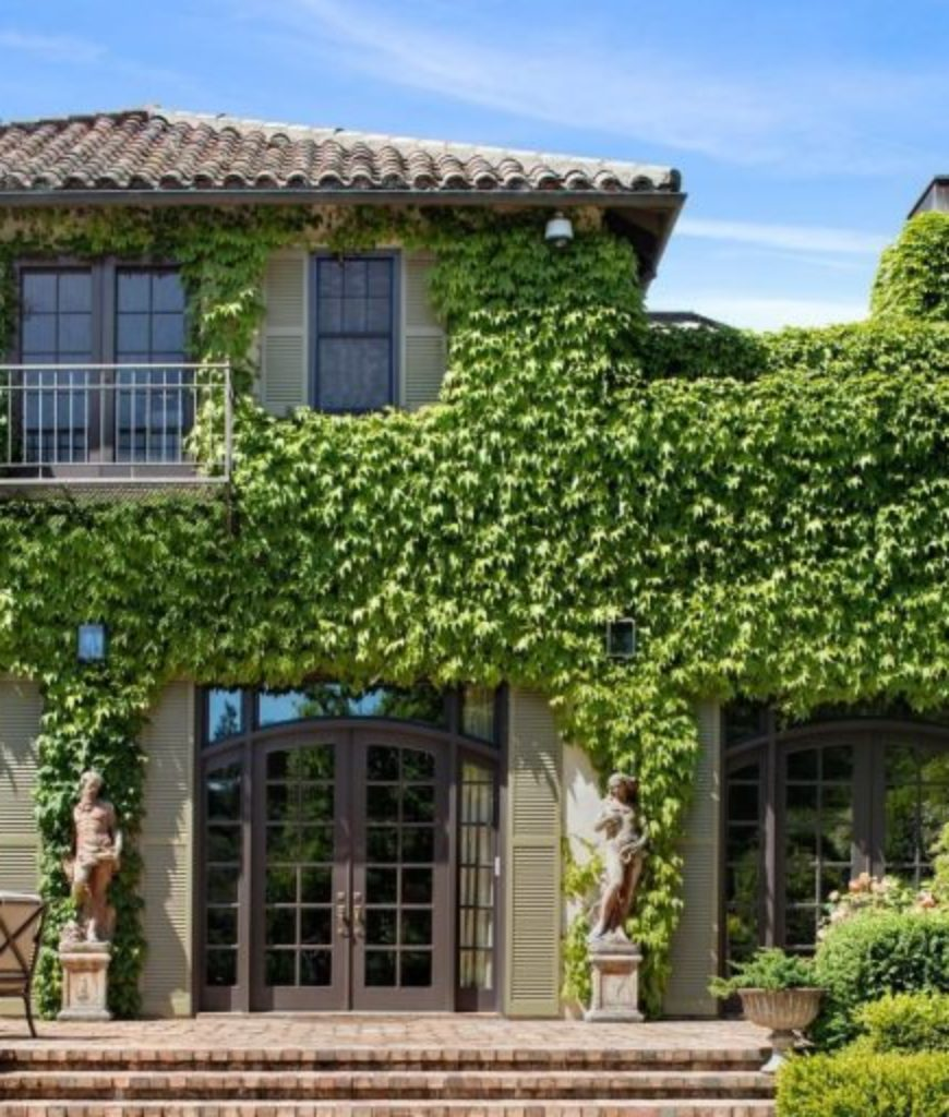 Exterior of Michelle Pfeiffer home.