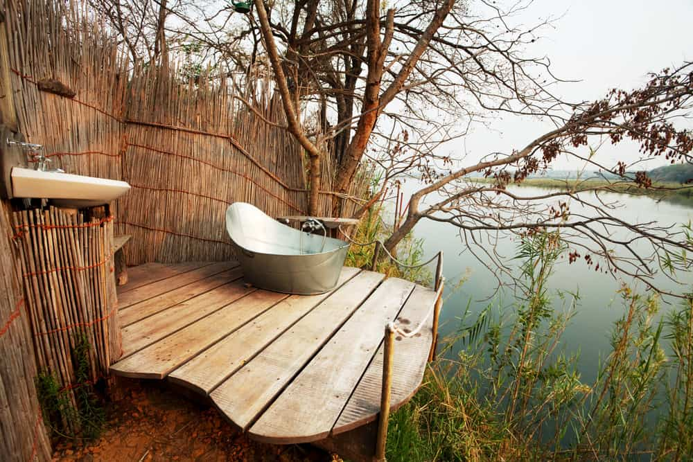 This outdoor bathtub provides a breathtaking nature's view while soaking and relaxing.