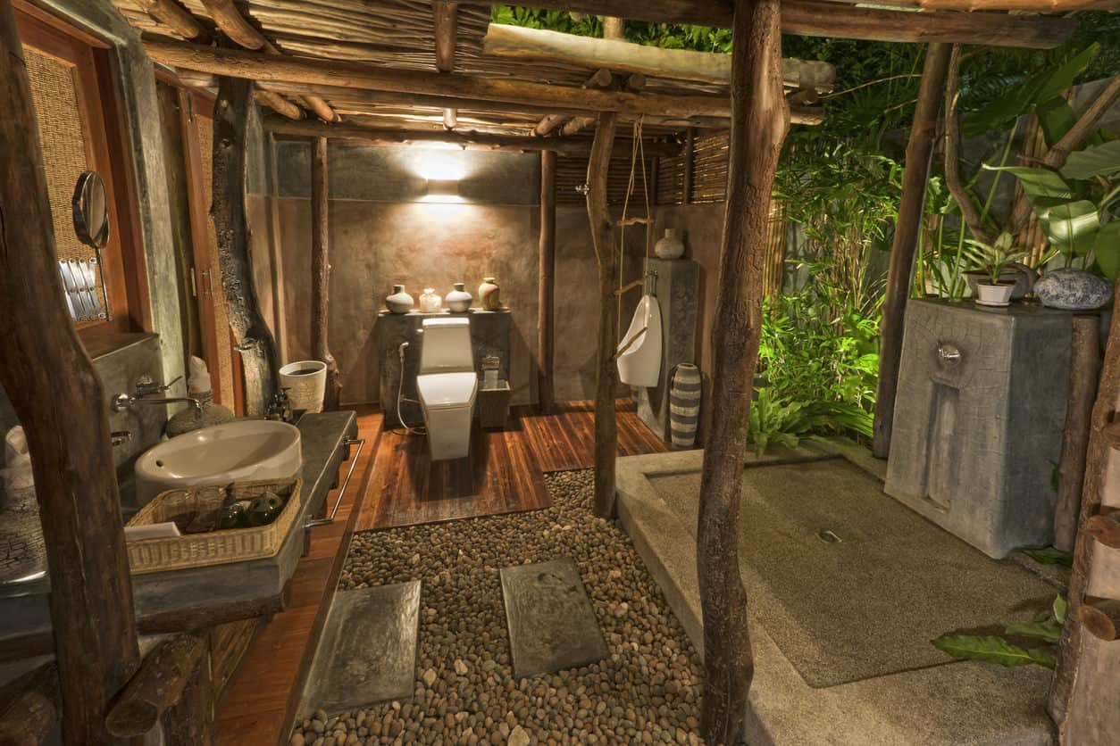 This outdoor safari-like bathroom in the jungle looks so staggering.