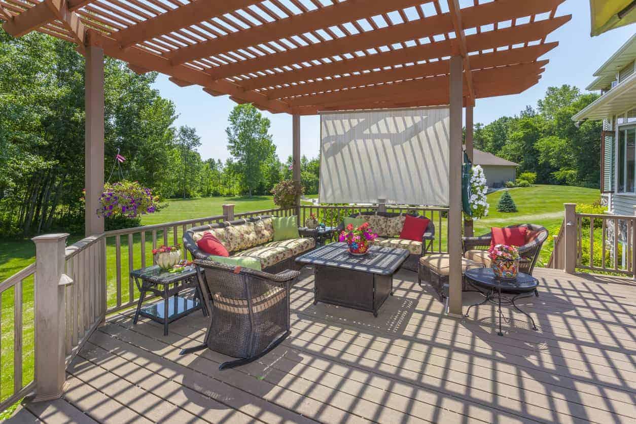 Deck pergola in backyard