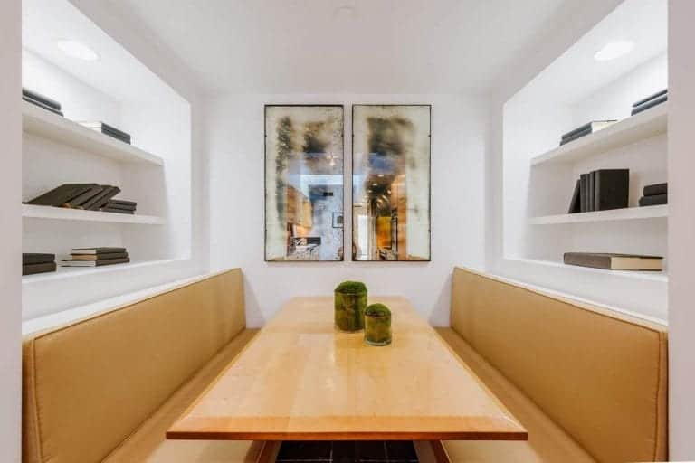 The kitchen includes a dining-nook that can also be a reading place with its built-in shelves.