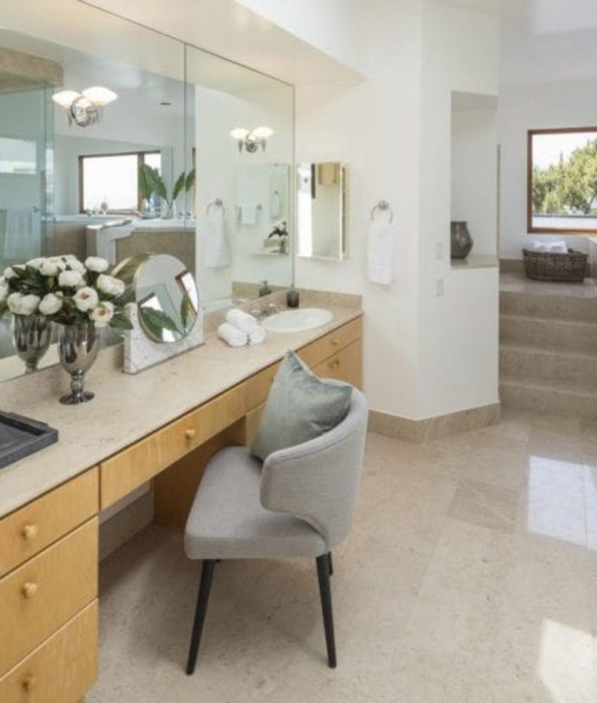 tyra-banks-pacific-palisades-mansion-bathroom-053118