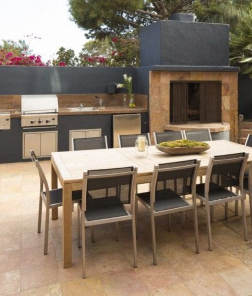 tyra-banks-pacific-palisades-mansion-outdoor-kitchen-053118