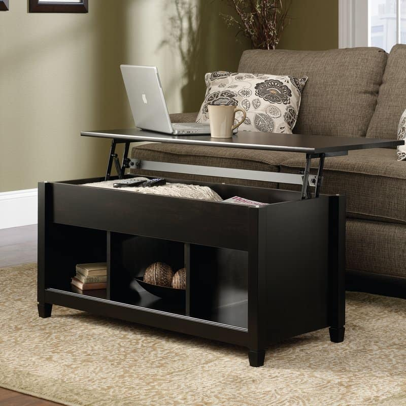 Traditional coffee table with table top that lifts up