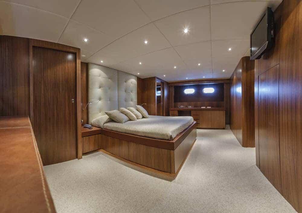 82 foot yacht bedroom