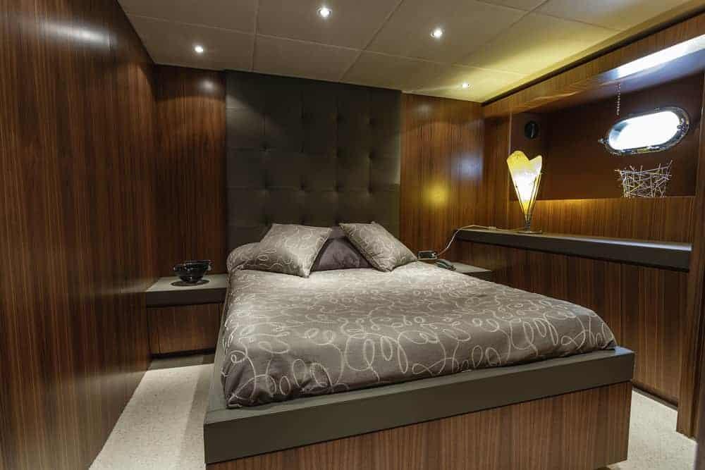 82 foot yacht guest bedroom