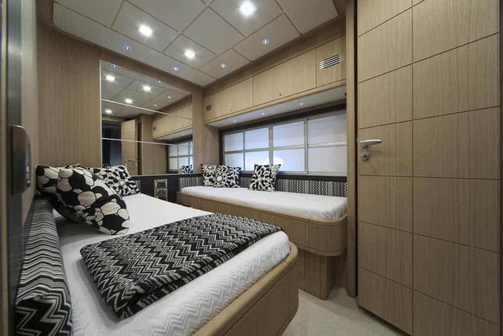Abacus 70 foot - bedroom 2 beds
