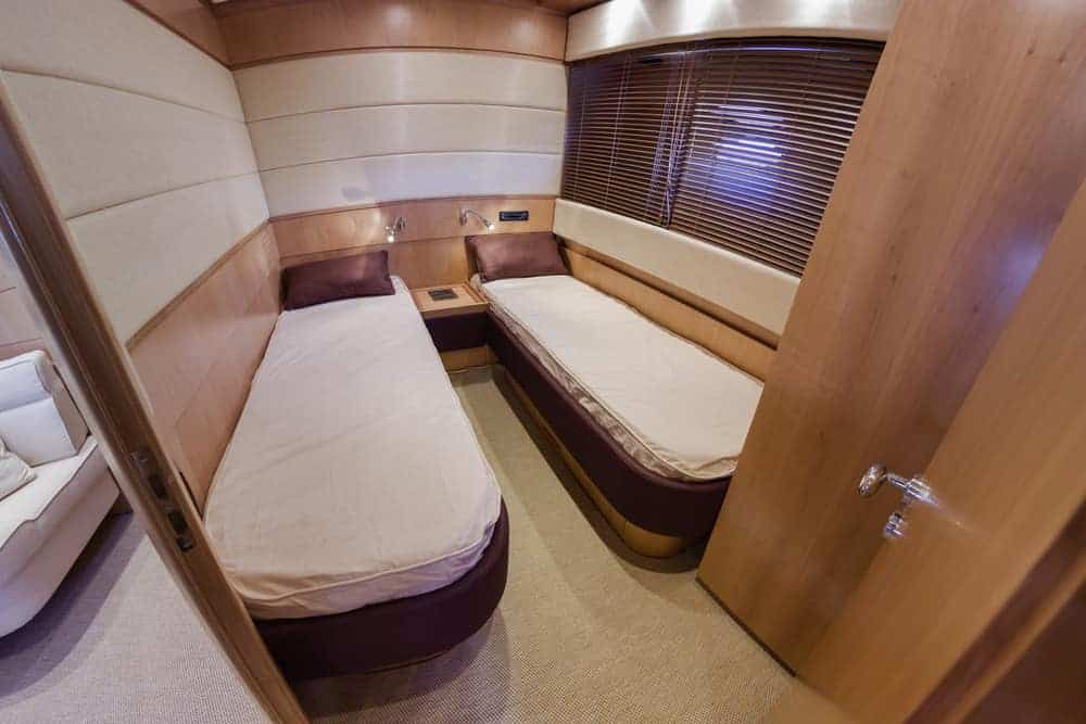 RIZZARDI 63HT luxury yacht - guests bedroom