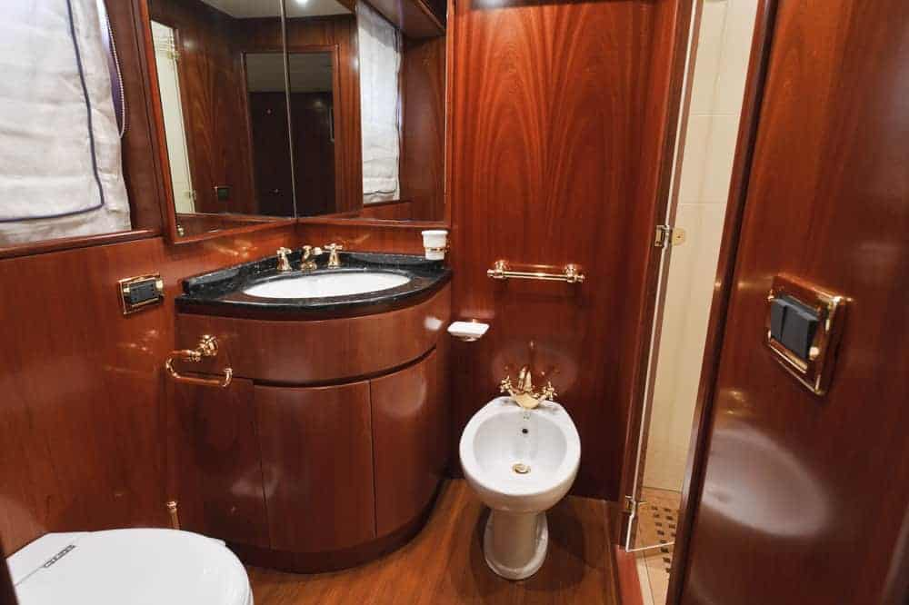 Tecnomar Nadara 26 luxury yacht - second primary bathroom