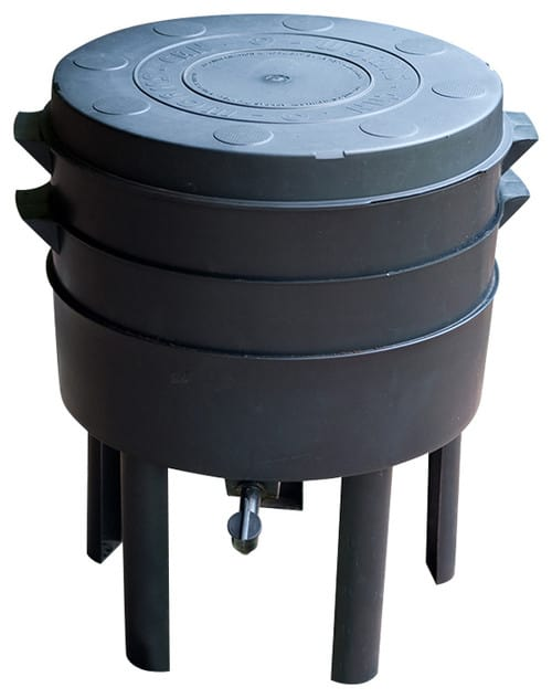 Black, circular compost bin that can be used either indoor or outdoor.