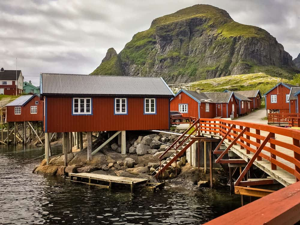 25 Houses Built on Stilts, Pilings and Piers (Photo Examples