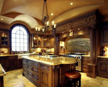 Kitchen with groin vault ceiling