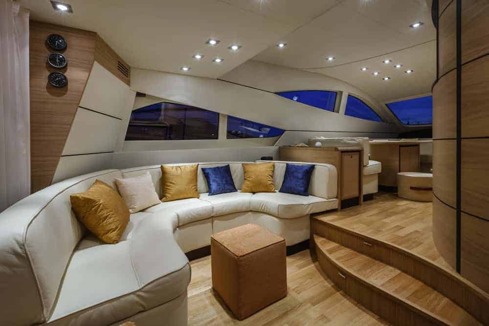 luxury yacht Abacus 52 dinette
