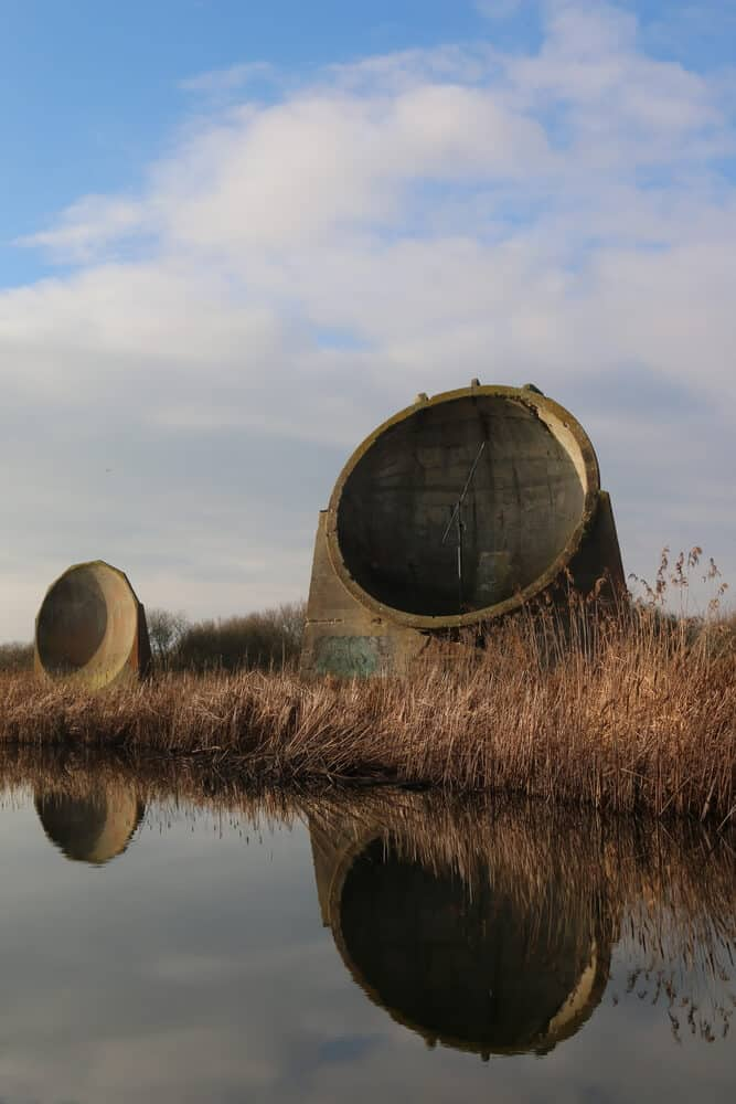 An example of an acoustic mirror in an outdoor environment.
