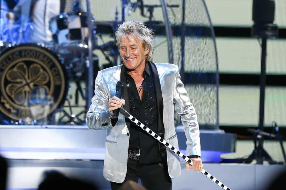 Rod Stewart, owning the stage.