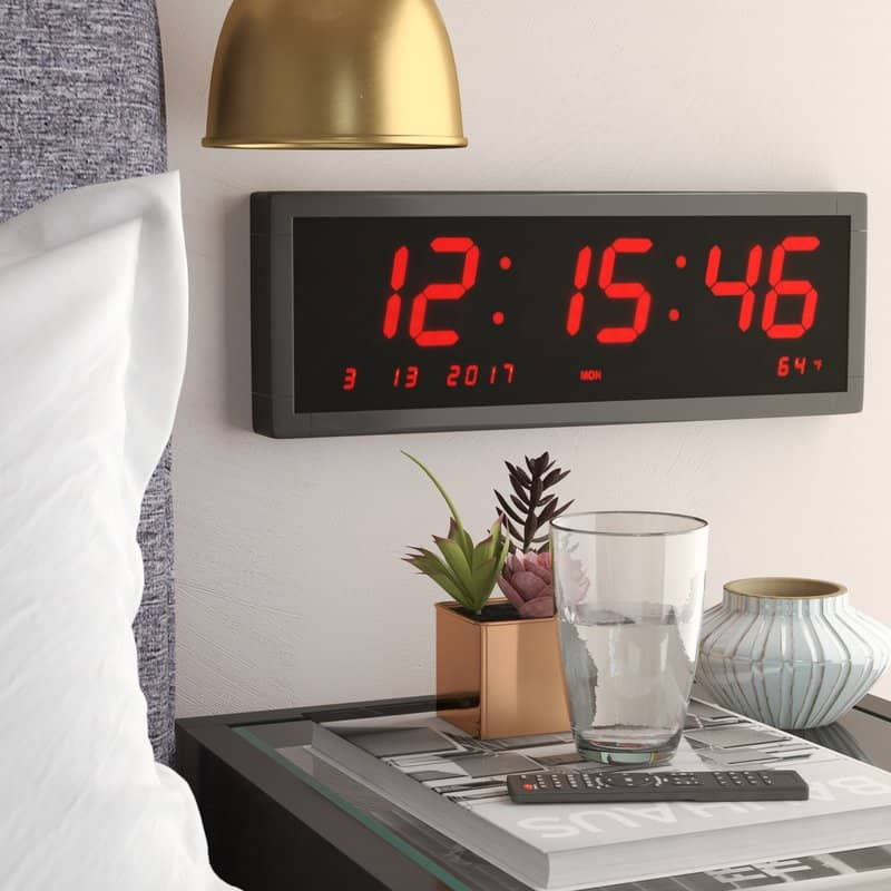 Alarm clock with calendar display