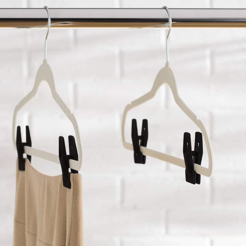 Clothes hanger for skirt