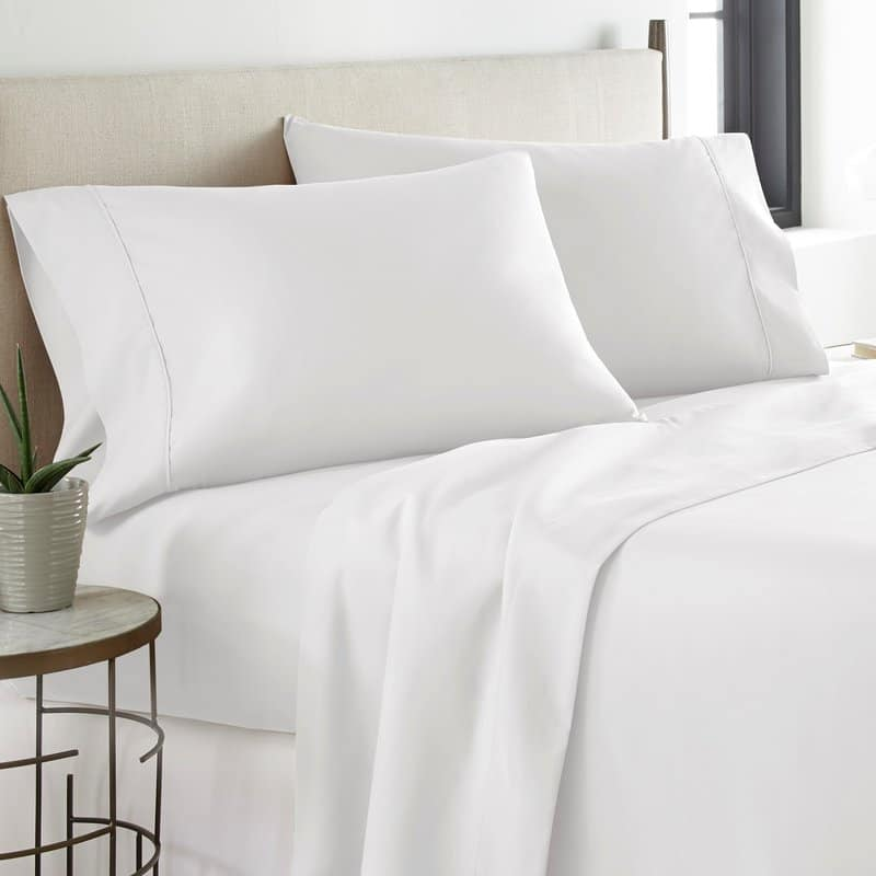 Flat bed sheet with pocket