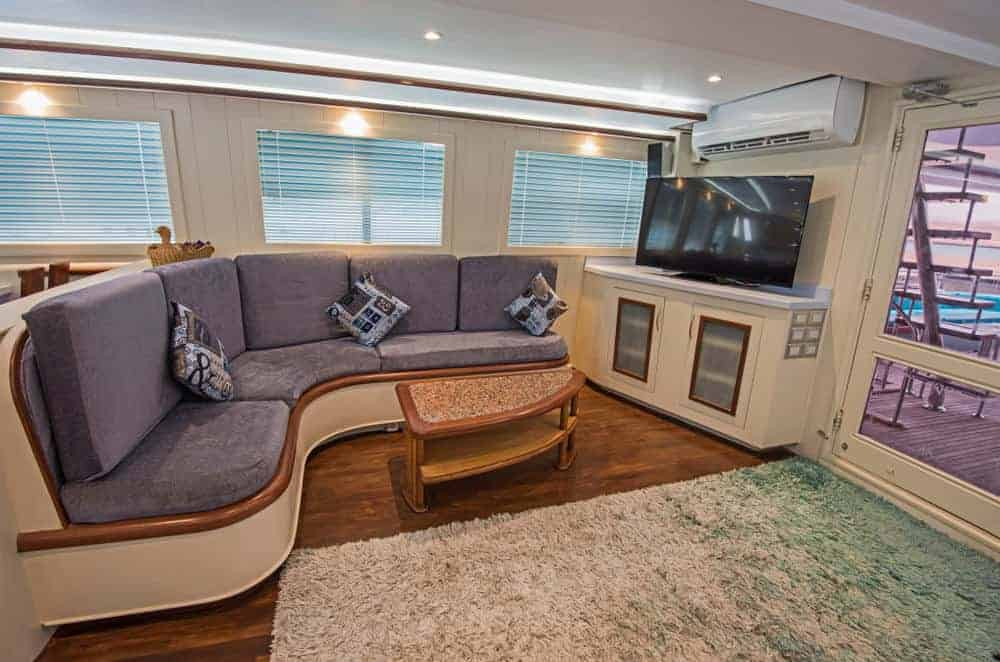 yacht salon curved sofa