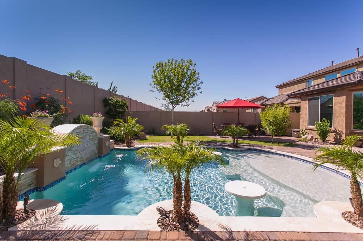 20 awesome zero entry backyard swimming pools i e beach for Backyard swimming pools