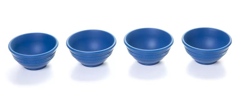 4 pieces of small silicone mixing bowls in Blue.