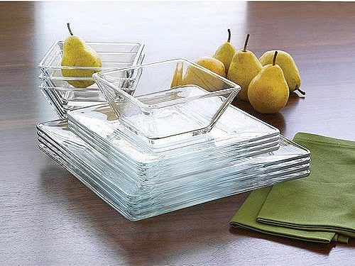 The Mainstays Glass Dinnerware set is a smart choice for almost any occasion, be it a formal dinner for four people or an intimate dinner for two.