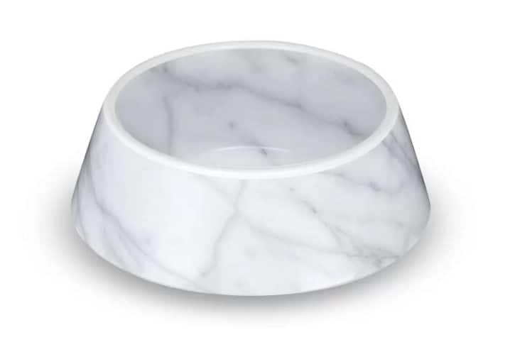 This marble pet single bowl is made of durable, long-lasting melamine and is intended to match your home decor.