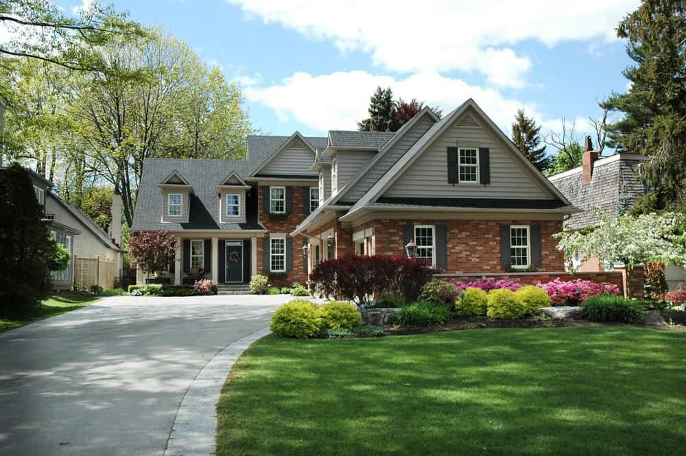 Red brick and vinyl siding make up the this home's exterior. Interesting combination. Goes to show you that yes, you can combine red brick with vinyl siding. It works well.
