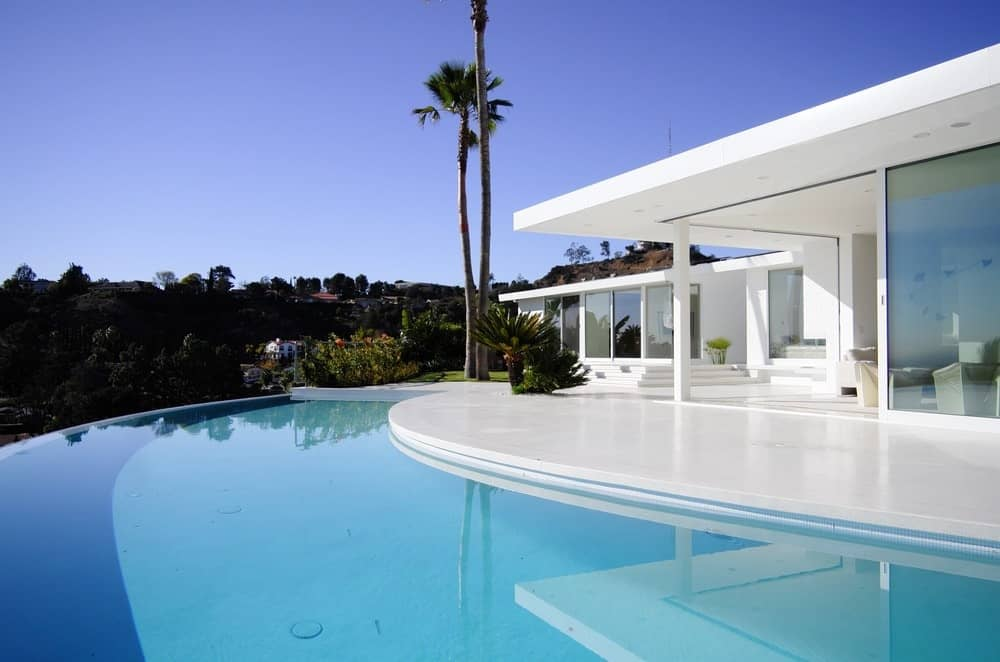 This infinity pool looks so stunning. The white home perfectly fits with it.