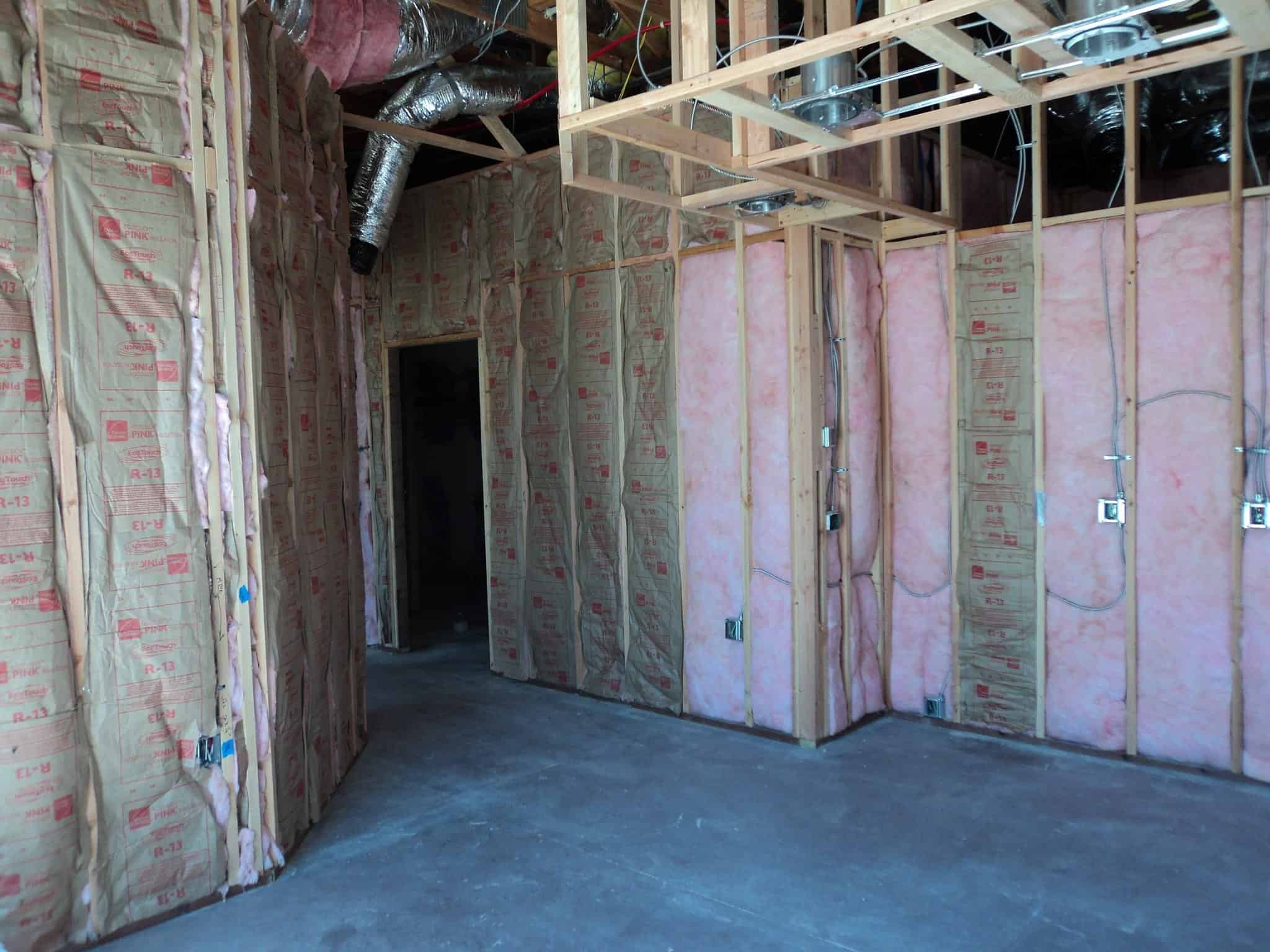 Photo a home with regular fiberglass insulation in the walls.