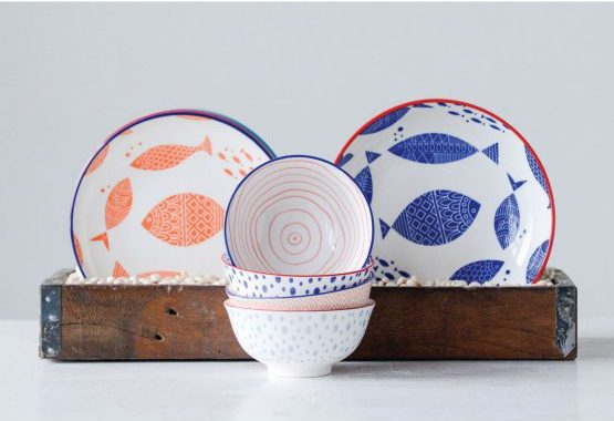 3R Studios stoneware bowls with a set of 4 bring a dollop of color to your dining table with colorful painted designs.