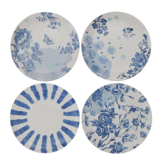 The blue pattern of the white and blue stoneware plates, set of 4 gives them a soft touch of color and crafted from stoneware.