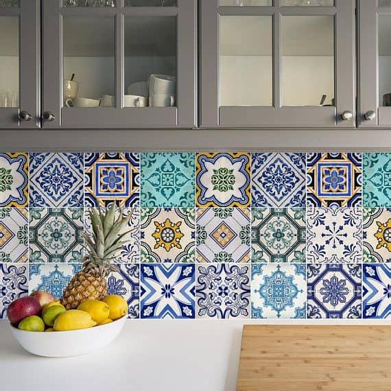 Tile-type kitchen backsplash.