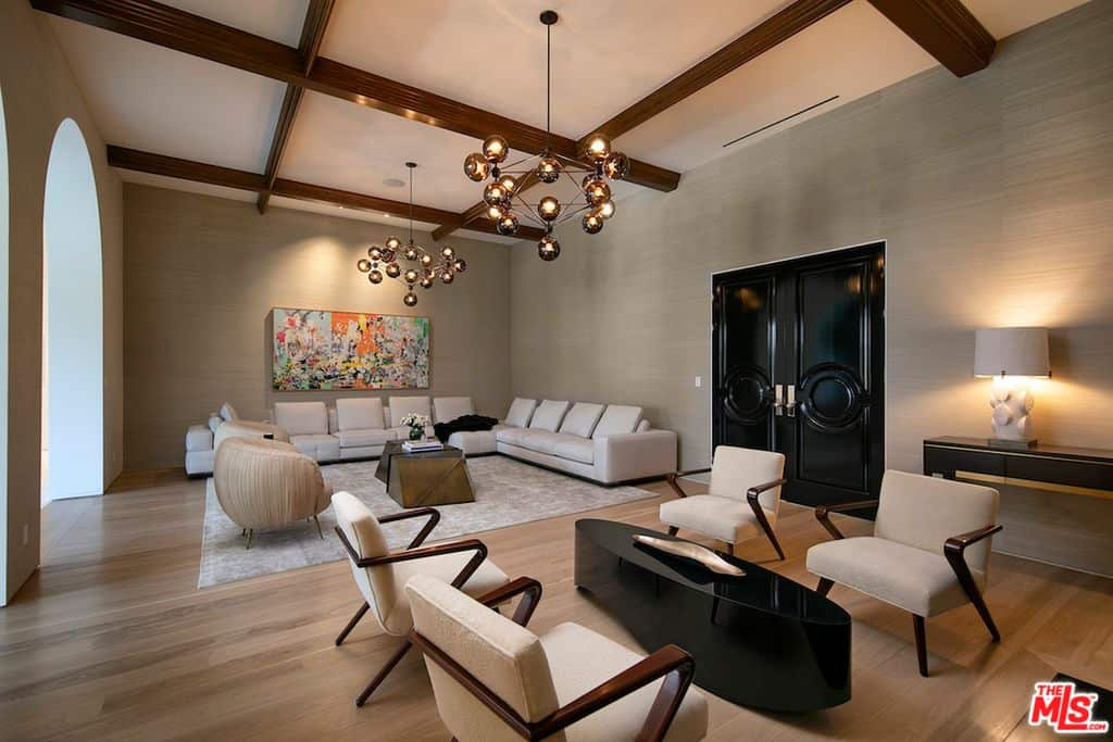 Check out that comfortable contemporary decor. It's large, but doesn't seem so large that it's wasted space. That's just an amazing living room design.