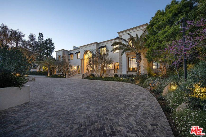 Spectacular mega mansion in Los Angeles