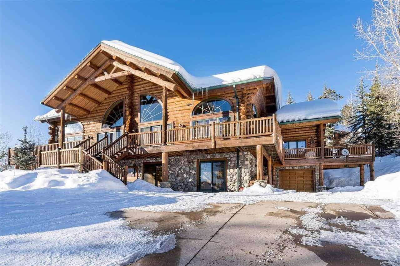 A large home made of thick logs and woods. It offers a beautiful interior and exterior design.