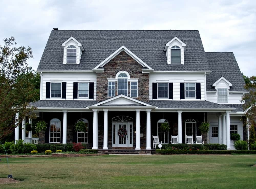 White trims on windows and columns give this house its much needed uplift which would otherwise look gloomy in an all-dark exterior.