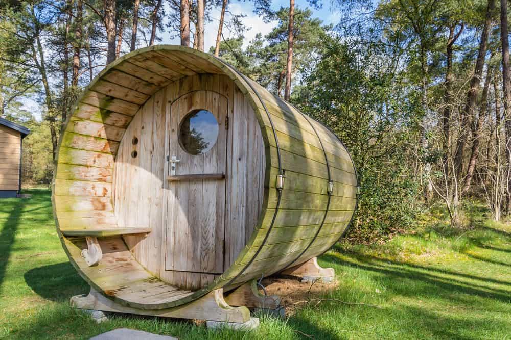 Wood barrel sauna hut