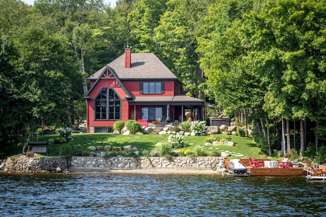 Luxurious red lakefront property located in Lac St-Joseph, a rich suburb of Quebec City.