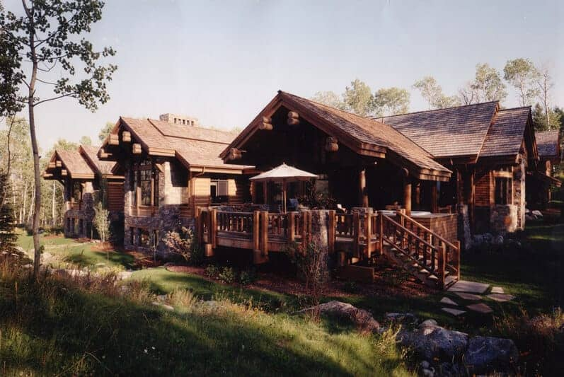 These homes are built with logs and stones. They have beautiful exteriors and have peaceful surroundings.