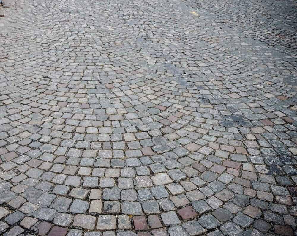 Gray cobblestone driveway