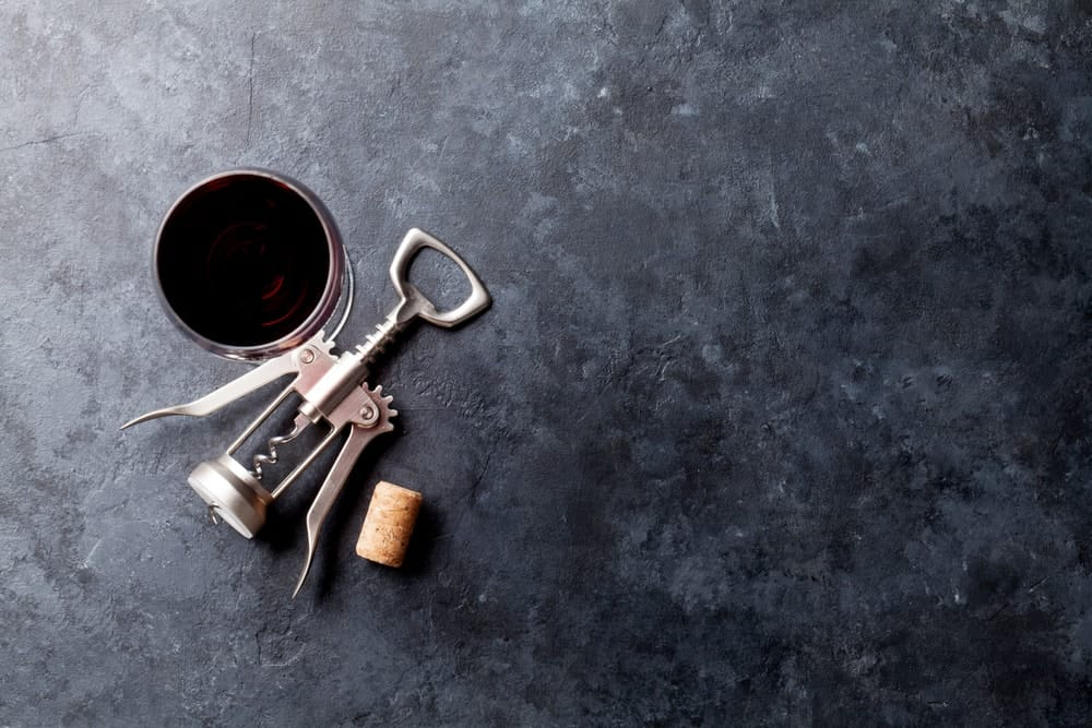 Metallic corkscrew for opening wine.