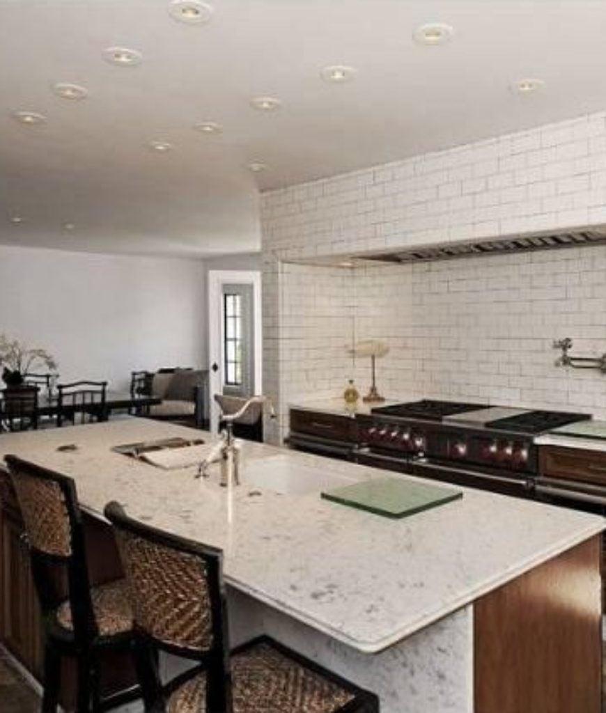 dennis-quaid-pacific-palisades-home-kitchen-080118