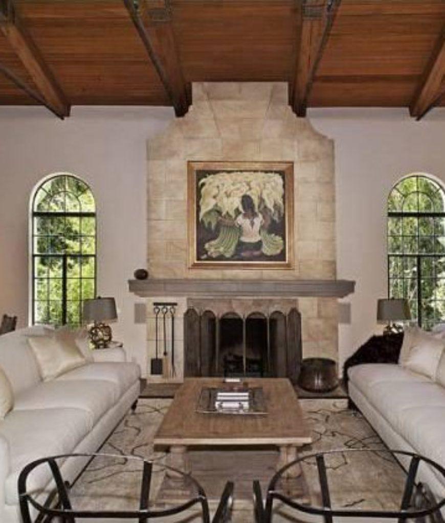 dennis-quaid-pacific-palisades-home-living-room2-080118